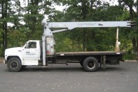 #7624 1984 FORD F700; JLG 8 TON CRANE MODEL 800BT